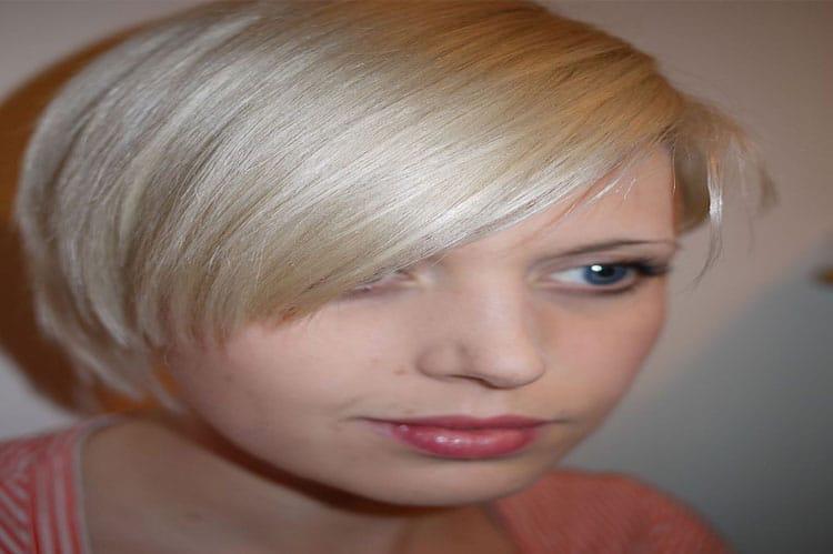 asymmetric wedge hairstyle